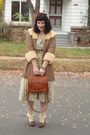 Tan-dress-dark-brown-hat-tawny-bag