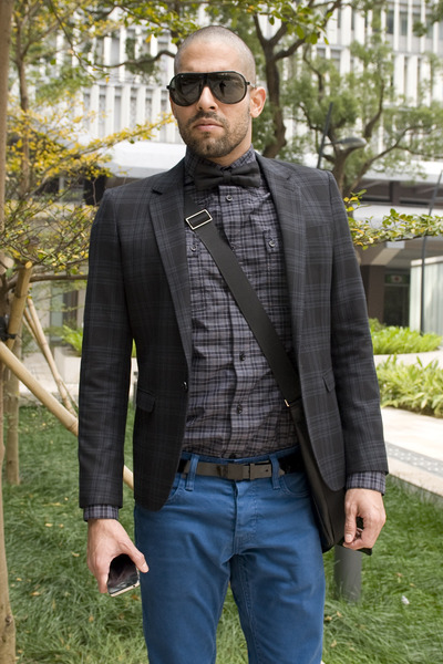 black plaid blazer hare blazer - blue colored denim Levis jeans