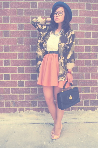 vintage top - camo online shirt - vintage bag - vintage sunglasses