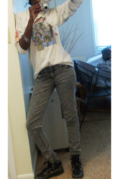 nsync shirt - Hot Topic jeans - nike shoes