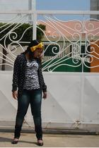 black top - black Bershka sweater - black shoes - blue Levis jeans - yellow Pepe