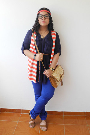 red vest - brown Bershka bag - blue pants - navy blouse