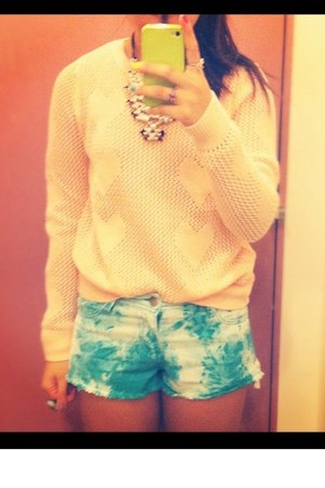 Forever21 shorts - H&amp;M necklace
