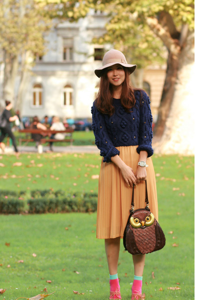 light yellow from laurustinus skirt - navy Chicwish sweater