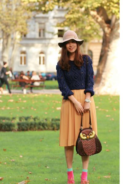 light yellow from laurustinus skirt - navy Chicwish sweater