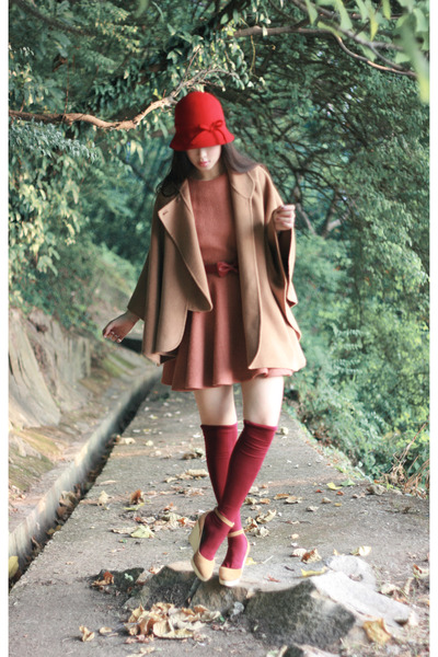 red cloche hat - beige wedges Chloe shoes - tawny endlich ballerina dress