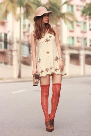 cream Chicwish dress - brown Joy & Peace heels