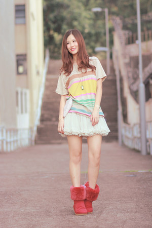 ivory from laurustinus skirt - red AUKOALA boots - beige Uniqlo t-shirt