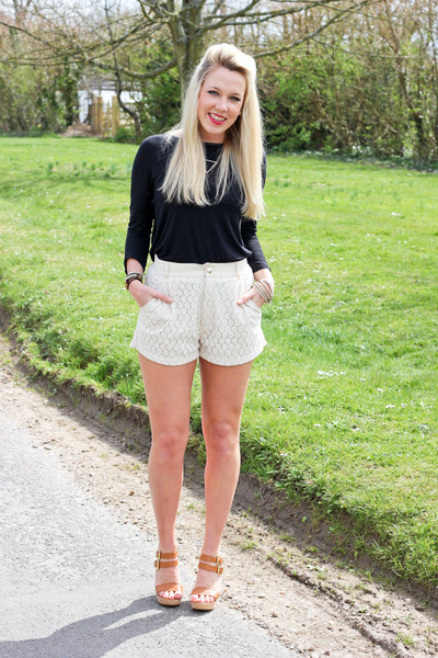 Daniel Footwear shoes - lace Sugarhill Bputique shorts - black Zara top