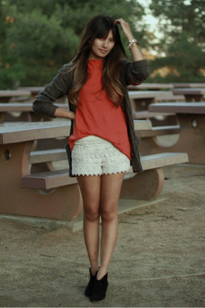 cream crochet sans souci shorts - burnt orange Generra t-shirt