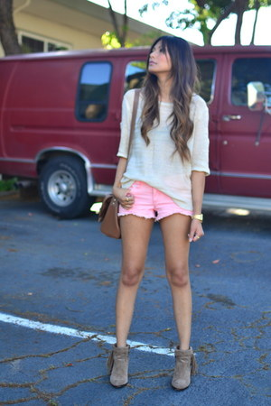 light brown sam edelman boots - beige f21 sweater - pink f21 shorts