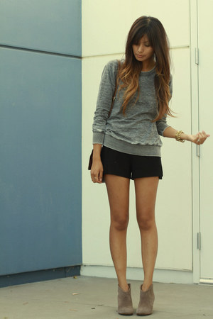 charcoal gray Zara sweatshirt - black Zara shorts
