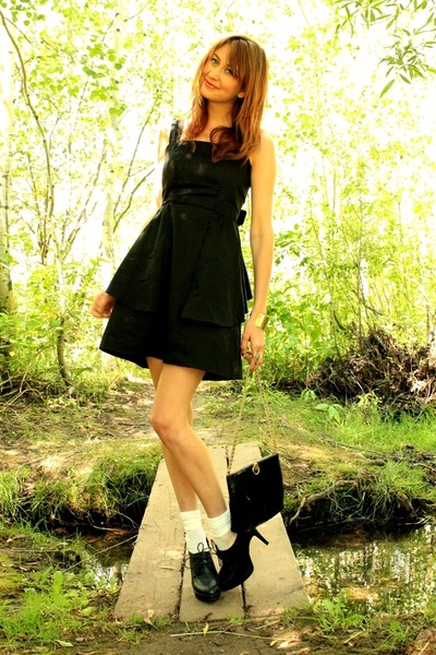 black Aldo heels - black Annie Greenabelle dress