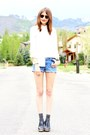 Sky-blue-vintage-levis-shorts-black-ray-ban-sunglasses-white-blouse