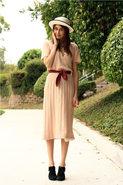 pink vintage dress - gold necklace