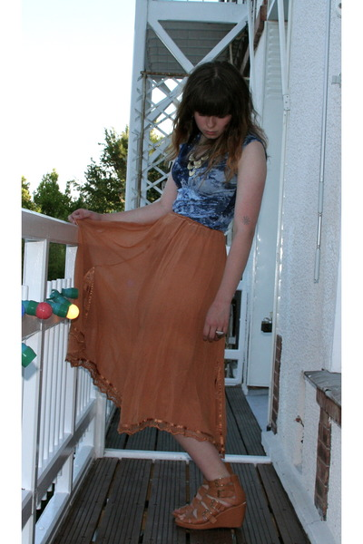nude strappy Divided by H&M wedges - tan swingy vintage skirt - blue ocean waves