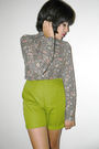 Green-vintage-shorts-gray-vintage-shirt