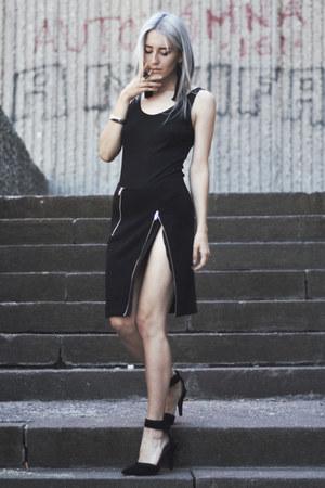 black feather vintage bag - black basic thrifted bodysuit