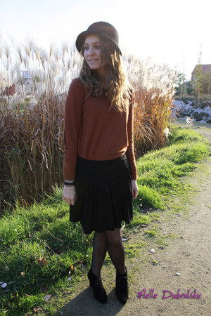 H&M sweater - ANDRE shoes - Zara hat