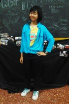 yellow Nevada t-shirt - sky blue keiko shirt - black sophie martin watch