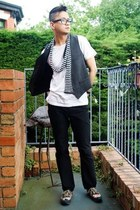 Zara scarf - Adidas sneakers - cotton on t-shirt - handmade Sagawa Fujii glasses