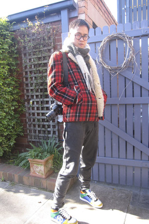 handmade scarf - wool vintage jacket - Zara pants - Acupuncture sneakers
