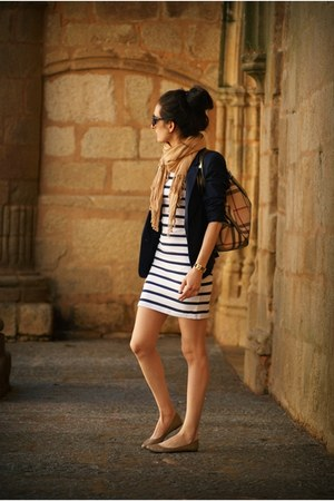 navy Pull & Bear blazer - white suiteblanco dress - Burberry bag