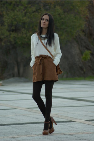 off white Stradivarius sweater - brown Sfera shorts