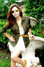 Gray-blazer-white-h-m-blouse-white-skirt-green-ray-ban-glasses