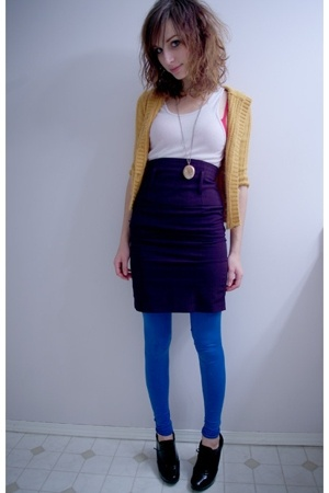 Heritage sweater - top - Sirens skirt - tights - Fioni shoes