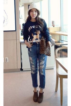 dark brown MIAMASVIN boots - MIAMASVIN jeans - navy MIAMASVIN t-shirt