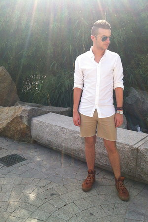 white H&amp;M shirt - tan diy JCrew shorts - aviator Ray Ban sunglasses