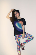 black galaxy Zara top - bubble gum geometric H&M leggings