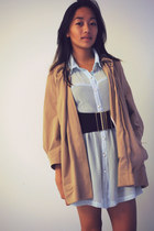 black - belt - light blue Show Pony dress - camel Veronika Maine coat