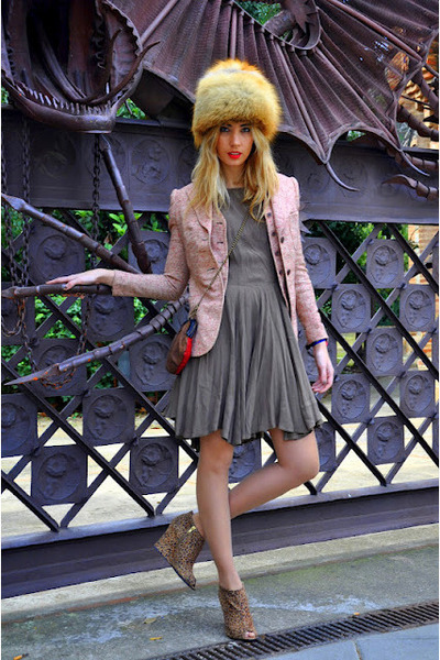 off white vintage hat - light brown Mango dress