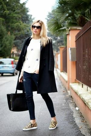 navy nowIStyle jeans - bronze nowIStyle sneakers - beige Sugarhill jumper