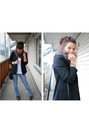 Filippa K blazer - acne t-shirt - acne jeans
