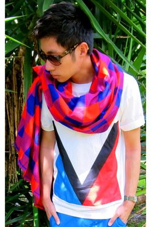 red Louis Vuitton scarf - dark brown Louis Vuitton sunglasses