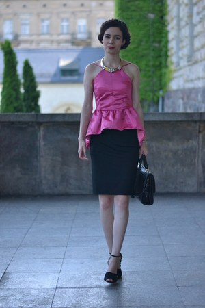 hot pink Yoyomelody top - black DressLink skirt