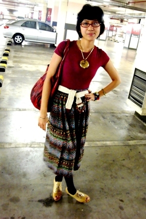 maroon shirt - floral skirt - shoes - Bag