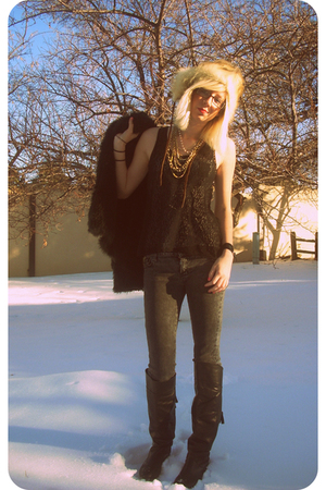 beige thrifted hat - black Forever 21 top - gray Urban Outfitters jeans - black