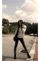 white korea top - black bangkok jeans - black online shoes - black Watch accesso