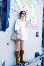 White-misspouty-top-brown-minnetonka-boots-light-pink-prada-bag