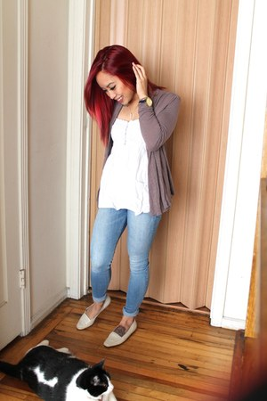 light blue abercrombie and fitch jeans - light brown H&M cardigan - white top