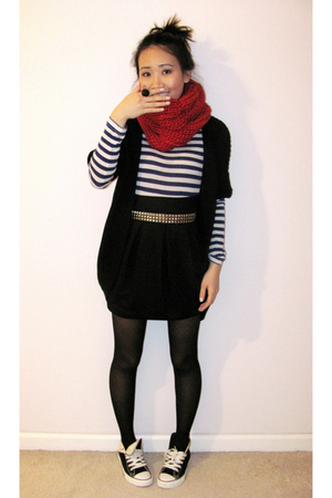 black Converse shoes - black Forever21 tights - red knit circle DIY scarf