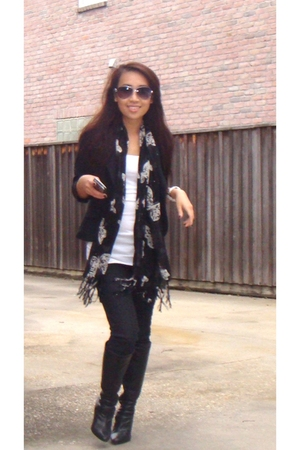 BCBG blazer - Forever 21 shirt - Forever 21 jeans - Nine West boots - Urban Outf