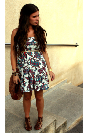 pull&bear dress - H&M belt - H&M purse - Parfois shoes - H&M t-shirt - Tommy Hil