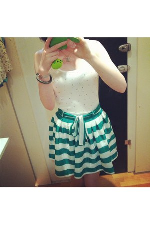 white star studded Temt top - green Temt skirt