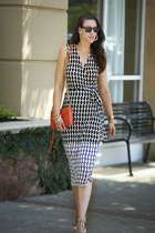 wrap Diane Von Furstenberg dress - Rebecca Minkoff bag