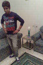 gray pull&bear jeans - purple pull&bear shoes - black pull&bear t-shirt - black 